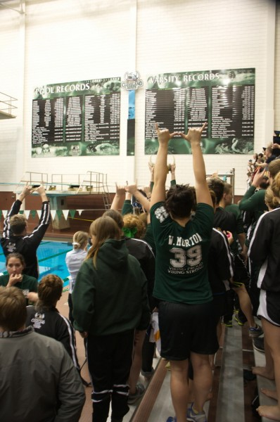 2014 csu horizon league meet 39 team cheer 099.jpg